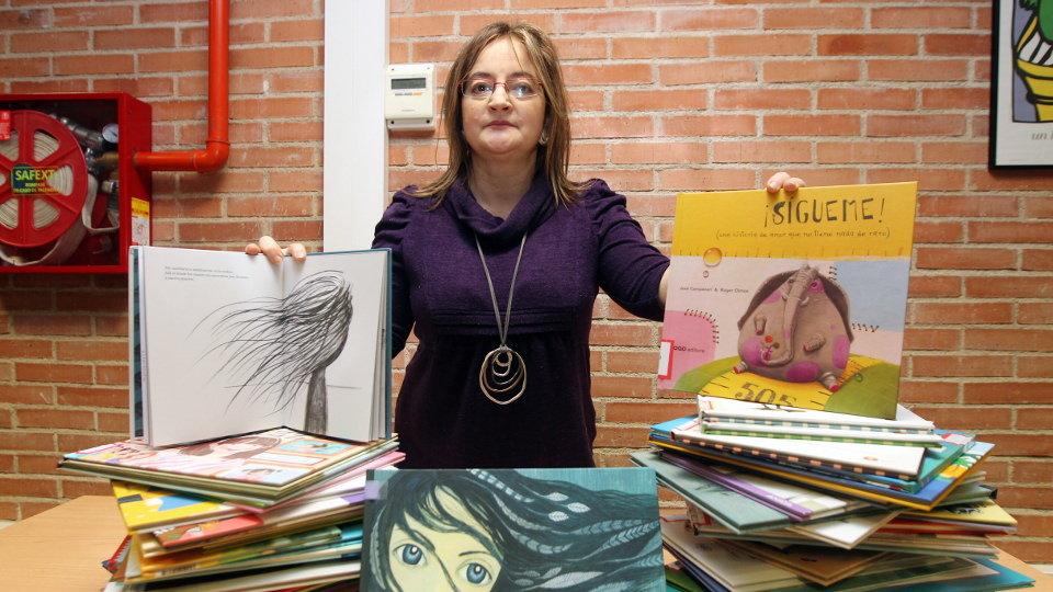 La biblioteca municipal acoge una colección de 200 libros infantiles que luchan contra los tradicionales estereotipos de género
